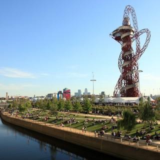 Åk världens största. längsta och snabbaste rutschkana i London
