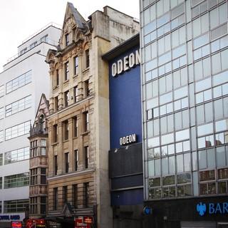 Kika förbi Odeon på Leicester Square och spana in kändisar på röda mattan