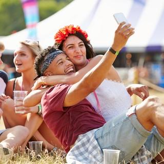 Samla ihop ett gäng kompisar och åk på festival i London i augusti.