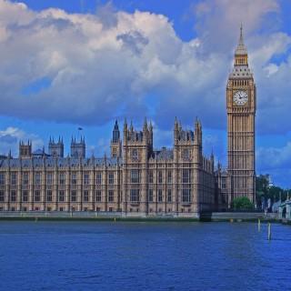 Den brittiska regeringen planerar nu för lättnader