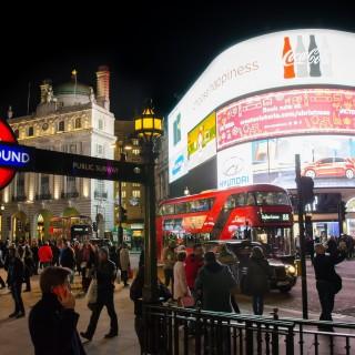 Piccadilly Circus ligger i hjärtat av teaterdistriktet West End