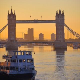 Ta en båttur på Themsen