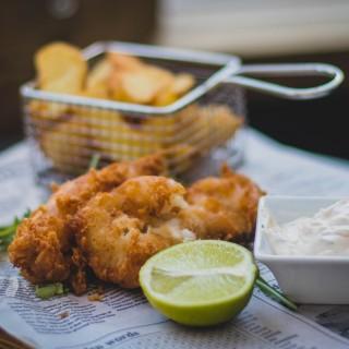 Laga fish and chips hemma